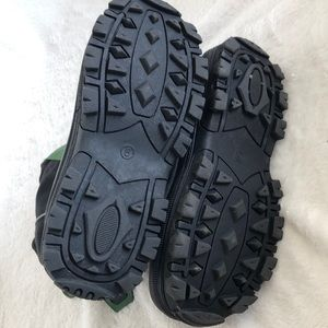 """Tundra Shoes - Tundra black/green snow boots. 10.5"""" high Size 9."""